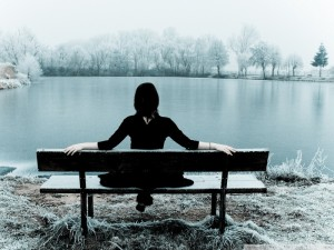 woman_sitting_alone_on_a_bench-wallpaper-800x600